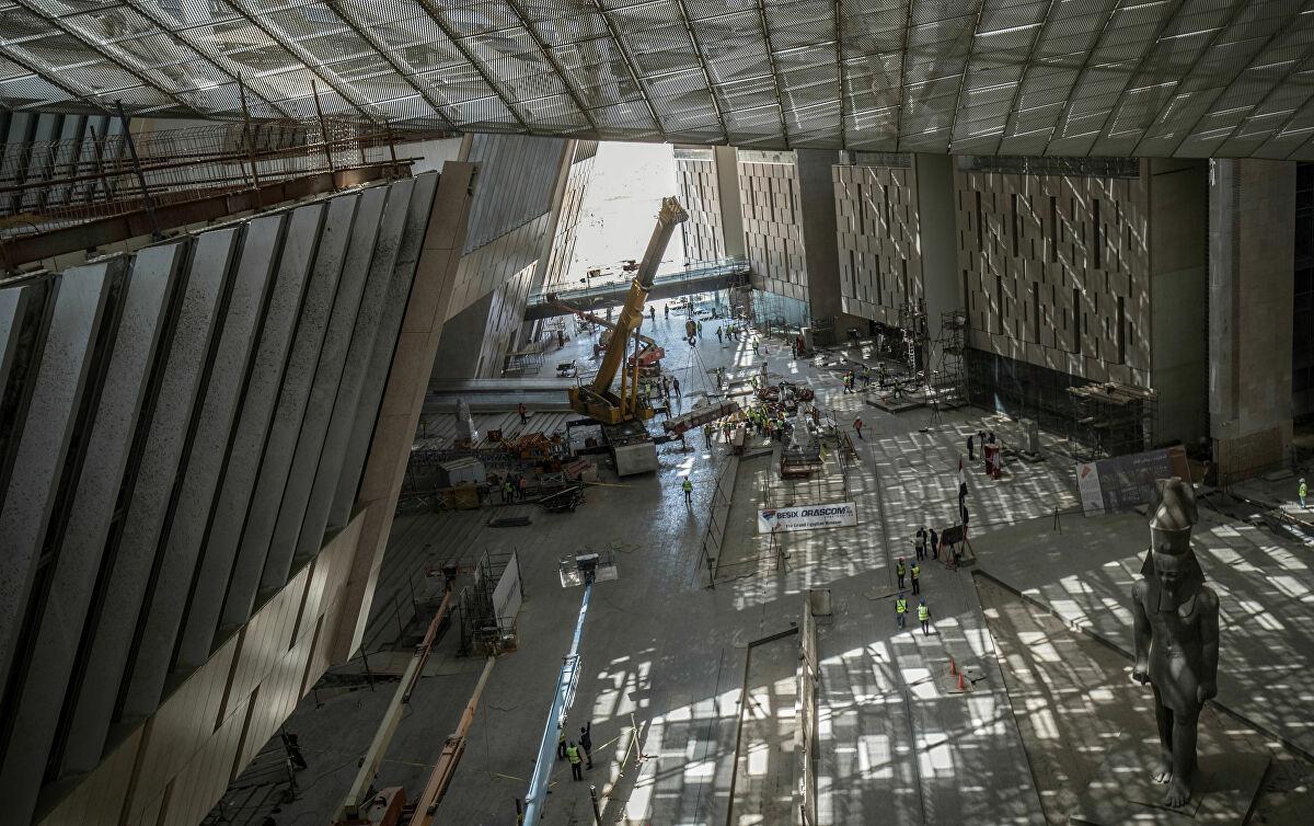 Bên trong bảo tàng rông lớn như một nhà ga ở sân bay, và vẫn còn xây dựng ngổn ngang. Ảnh: AFP
