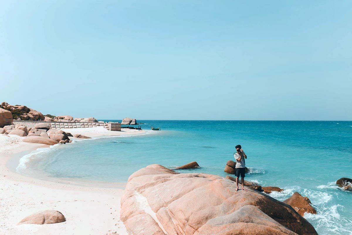 Bình Thuận Bên cạnh Phan Thiết, Mũi Né, bạn có thể khám phá hai hòn đảo vắng người là đảo Phú Quý và Cù Lao Câu trong chuyến đi từ 3 ngày. Tỉnh Bình Thuận từng có 9 ca nhiễm từ đợt dịch trước và đã khỏi, hiện không ghi nhận trường hợp nào hơn 150 ngày qua. Ảnh: VnExpress/Tâm Linh