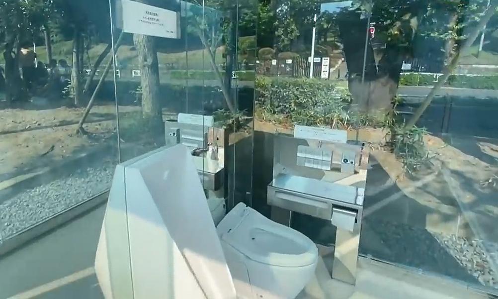 Toilet người ngoài nhìn thấu bên trong