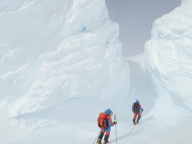 Hành trình chinh phục đỉnh Sidley của Daniel. Đây là ngọn núi lửa không hoạt động cao nhất Nam Cực. Ảnh: News.