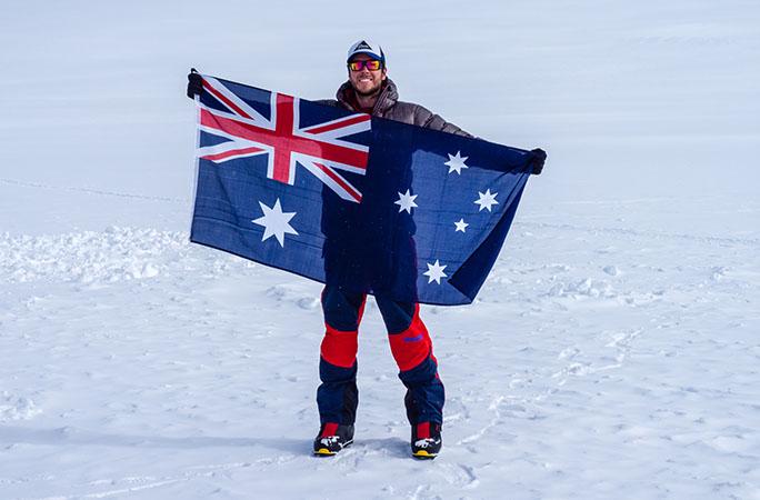 Daniel Bull là nhà thám hiểm, leo núi và diễn giả chuyên nghiệp. Anh lập 3 kỷ lục Guinness: Người trẻ nhất chinh phục 7 đỉnh núi và 7 đỉnh núi lửa cao nhất ở mỗi châu lục (khi đó anh 36 tuổi và 157 ngày); người chèo kayak ở nơi cao nhất thế giới và người bơi ở nơi cao nhất thế giới. Ảnh: Guinnessworld records