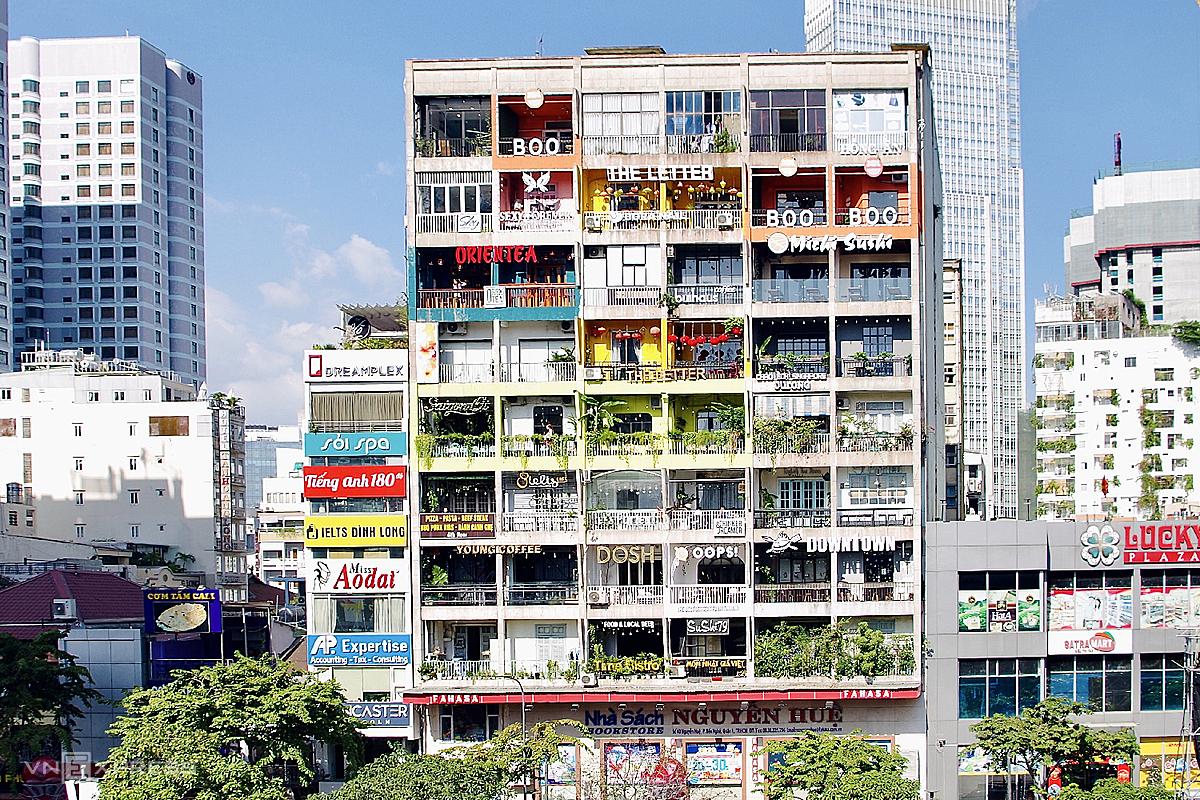 Các chung cư cà phê là điểm dừng chân thích hợp cho ngày nghỉ trong mùa mưa Sài Gòn. Ảnh: Tâm Linh