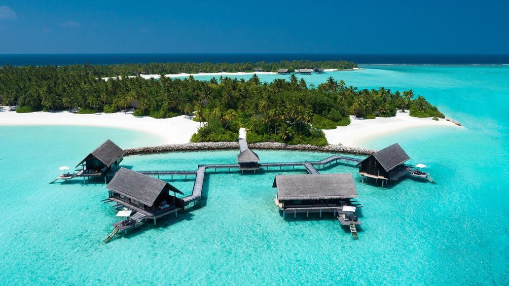Khu nghỉ dưỡng biển One & Only Reathi Rah. Ảnh: HotelsCombined