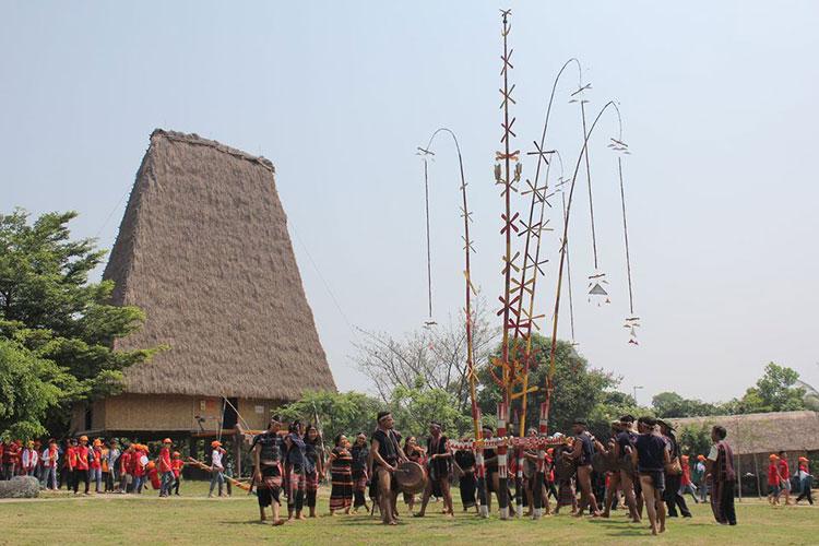 Chương trình Về nghe gió kể diễn ra từ 9h - 10h30 và 14h30 - 16h các ngày 12,13,26,27/9 tại không gian làng dân tộc Gia Rai. Ảnh: Làng Văn hóa - Du lịch các dân tộc Việt Nam