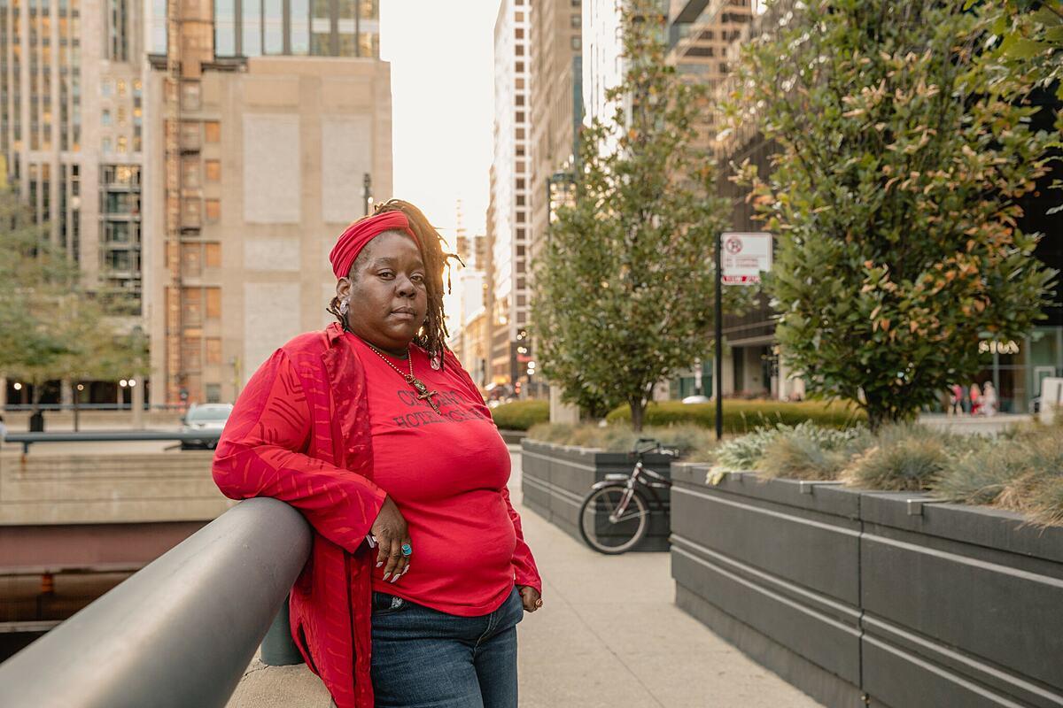 Erica Hayes thất nghiệp vì dịch bệnh và phải một mình nuôi 4 người con. Ảnh: New York Times