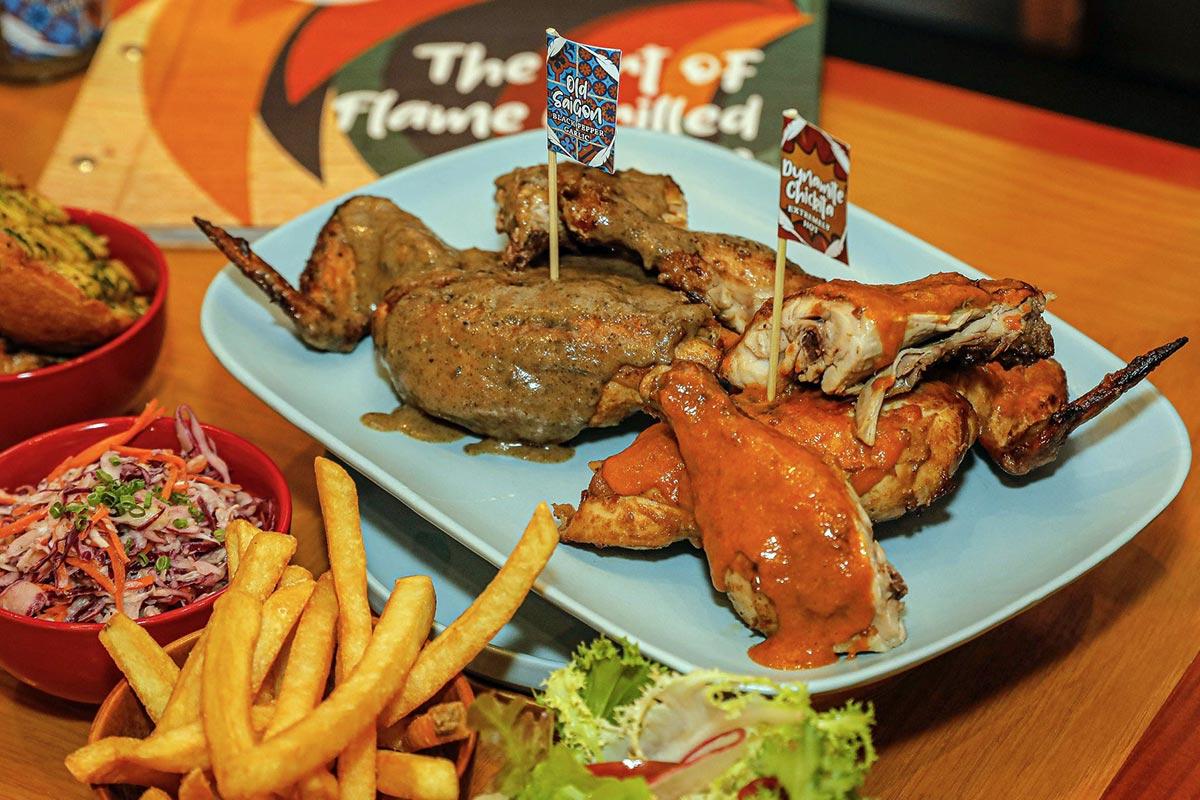 ChickitaKhông phục vụ ẩm thực thuần Thái, nhà hàng bán món gà nướng lửa. Tuy nhiên, nguyên liệu gà ở đây được nuôi thả vườn theo mô hình Thái Lan. Điểm đặc biệt ở Chickita là 8 loại nước sốt chấm, lấy cảm hứng từ khẩu vị của người châu Á nói chung, để sẵn trên bàn cho khách tùy ý dùng.