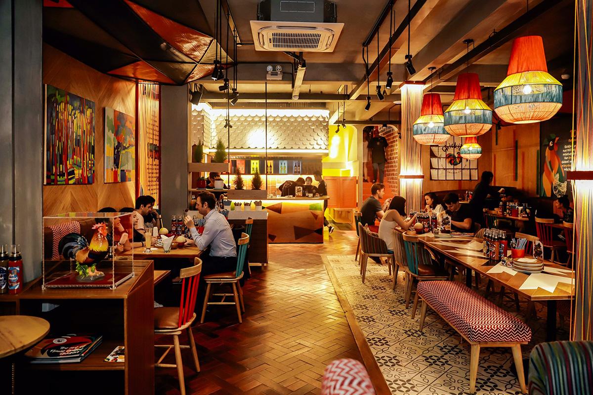 Không gian ở Chickita theo phong cách hiện đại, ấm cúng và vui nhộn. Đây là địa chỉ thích hợp cho nhóm bạn, gia đình, đối tác dùng bữa trưa và bữa tối 10h - 22h. Giá món ăn trung bình 100.000 - 400.000 đồng.