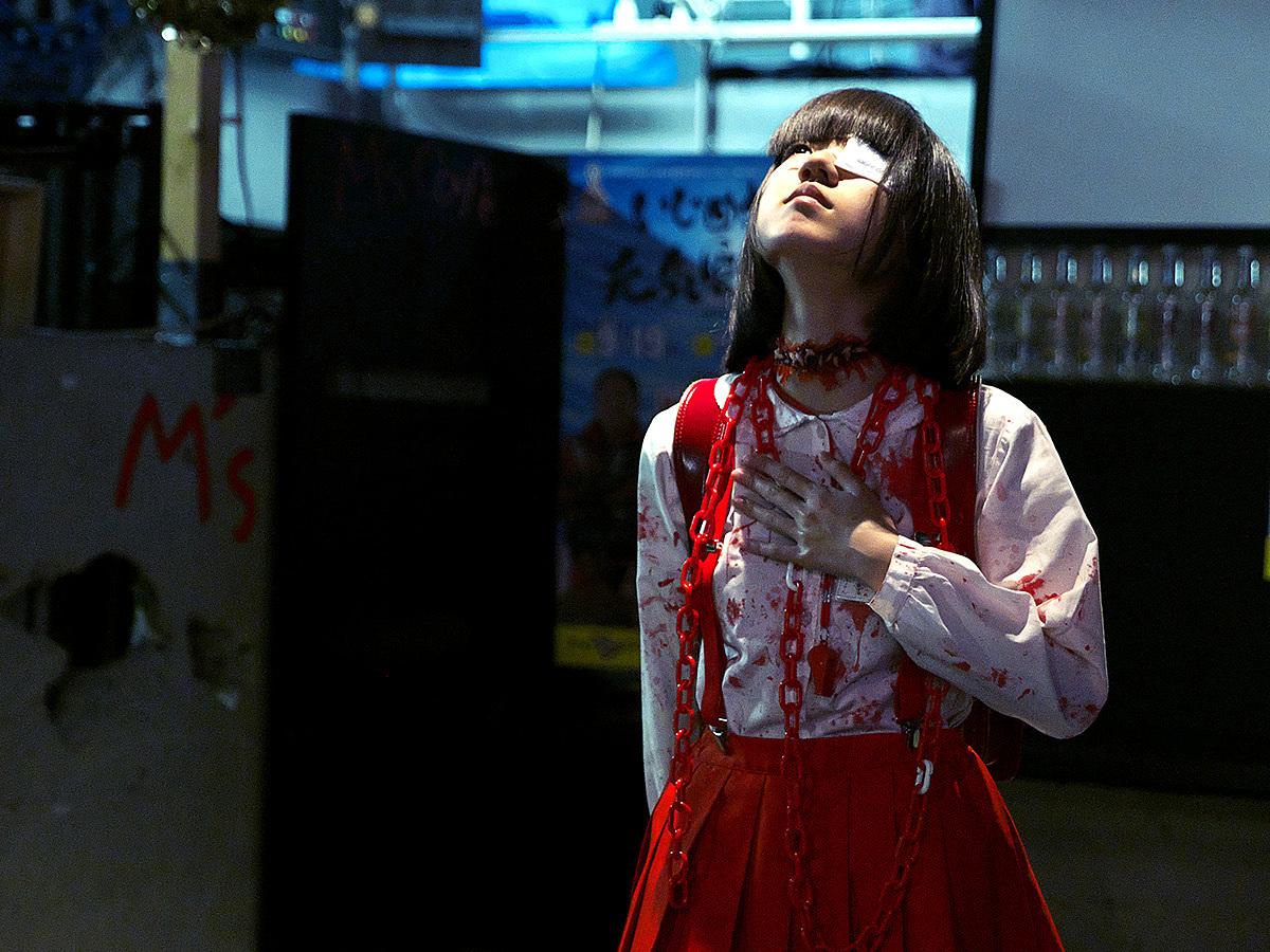Hanako-san được biết đến là hồn ma mặc váy đỏ cô đơn trong nhà vệ sinh số 3 ở trường học. Nhân vật tưởng tượng này là nỗi sợ hãi xen lẫn tò mò cho những học sinh tại các trường học ở Nhật Bản. Ảnh: bit_ame