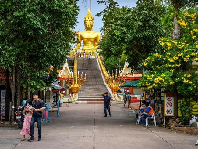 Khung cảnh tại chùa Wat Phra Yai ở Pattaya vào ngày 2/9, nơi nổi tiếng với tượng Phật vàng cao 18m. Ảnh: AFP