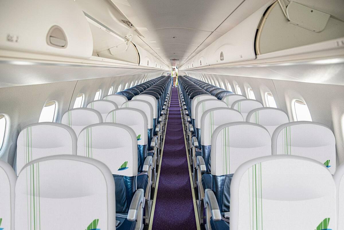 Các ghế trên tàu bay rộng 40 cm, có khoảng cách ghế là 79 cm, và độ ngả lưng ghế là 13 độ.