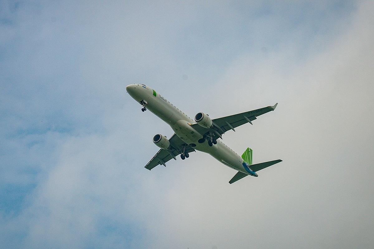 Tàu bay Embraer E195 được sử dụng để khai thác 3 đường bay tới: Hà Nội - Côn Đảo (tần suất 2 chuyến/ngày), Hải Phòng - Côn Đảo (1 chuyến/ngày), Vinh - Côn Đảo (1 chuyến/ngày) từ 29/9.