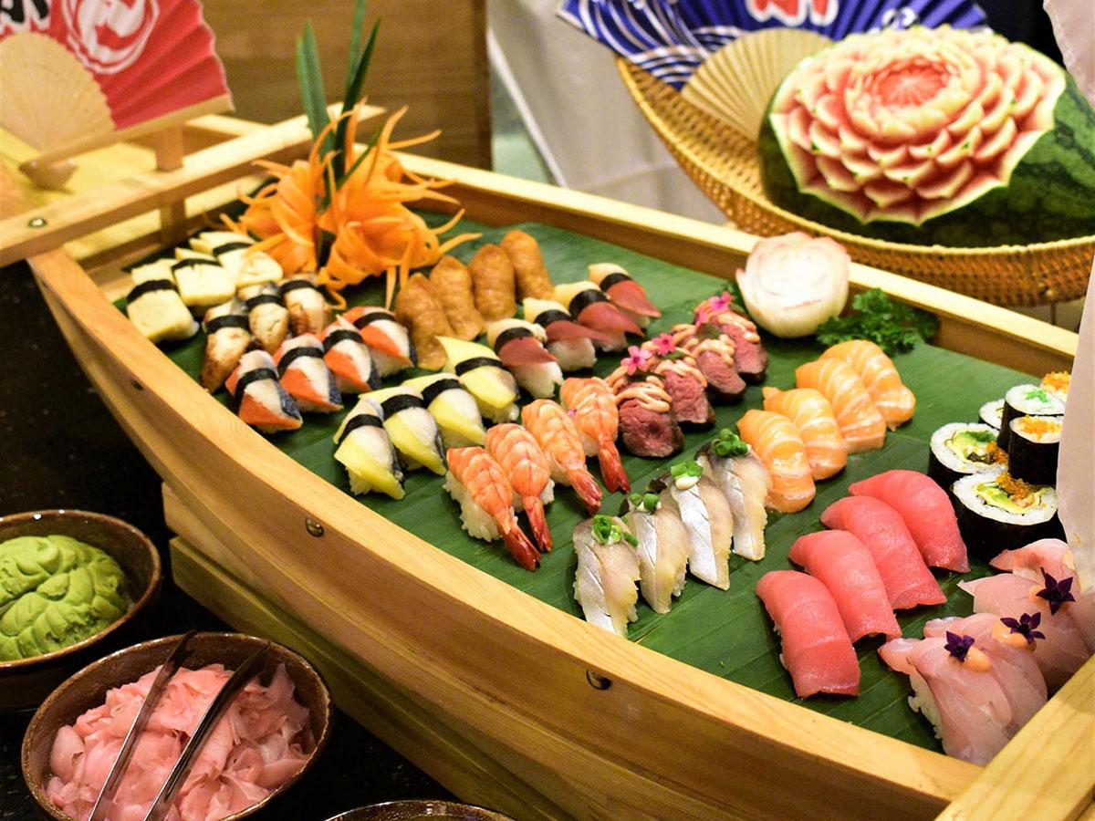 Buffet sushi và sashimi tại khách sạn Sheraton Hanoi. Ảnh: Sheraton Hanoi