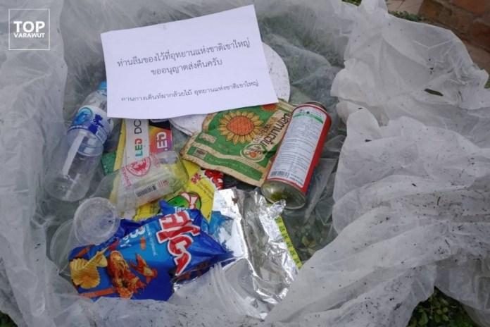 Rác được đóng gói gửi trả khách cắm trại. Ảnh: TOP Varawut