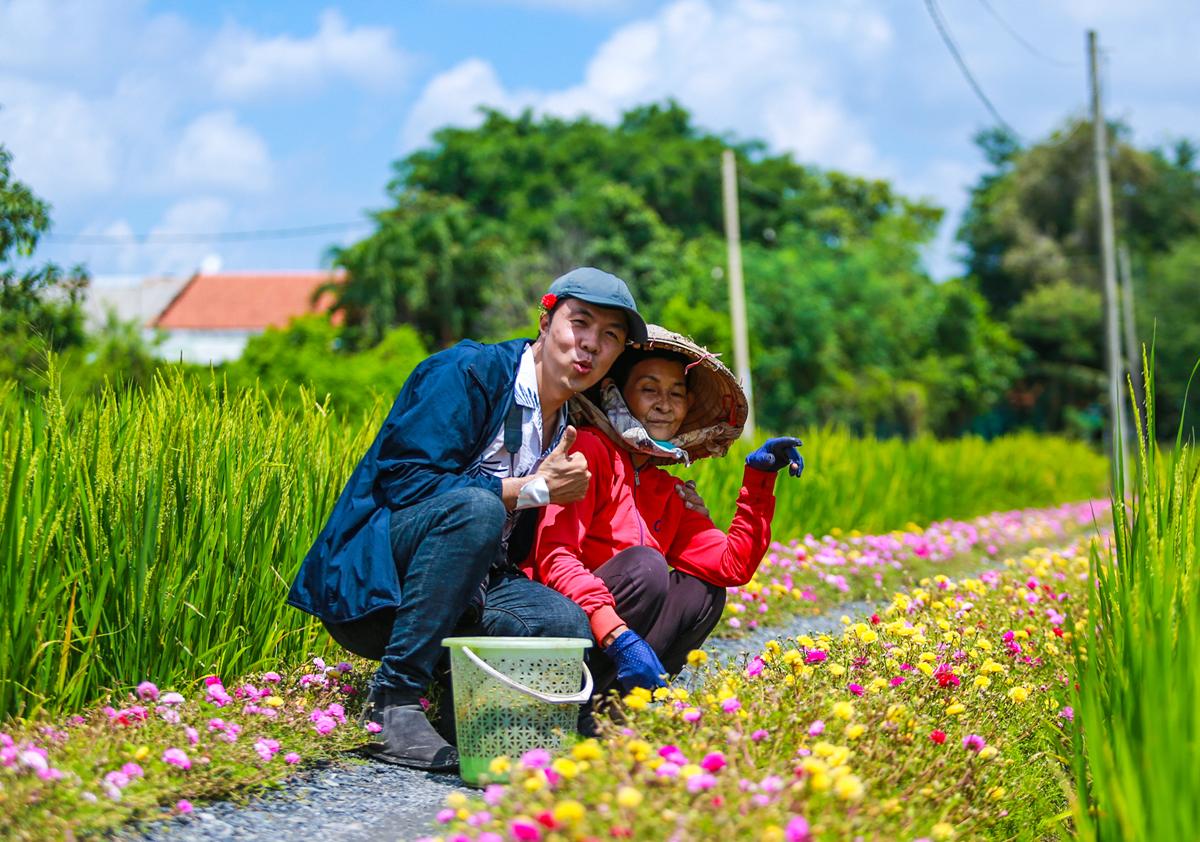 Con đường hoa mười giờ cách Sài Gòn 20 km