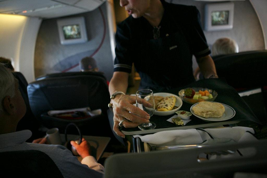 Một số tổ chức như Đại sứ Hàng không Quốc tế (AAI) và Hiệp hội Vận tải Hàng không Quốc tế (IATA) đào tạo tiếp viên kỹ năng quan sát hành khách, đặc biệt là trẻ vị thành niên để phát hiện ra các nguy cơ tiềm ẩn, như các Sheila thực hành xuất sắc nghiệp vụ. Ảnh: New York Times
