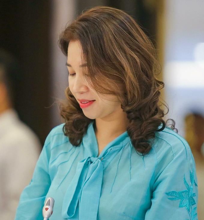 Bà Lưu Hương Hoài - Phó Vụ trưởng Vụ Khách sạn Tổng cục Du lịch - giới thiệu các biện pháp phòng Covid-19 tại các cơ sở kinh doanh du lịch.