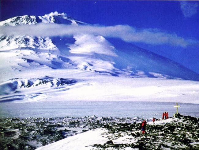 Núi Erebus nằm trên đảo Ross - nơi xảy ra thảm kịch hàng không khiến cả quốc gia New Zealand ngỡ ngàng. Ảnh: News
