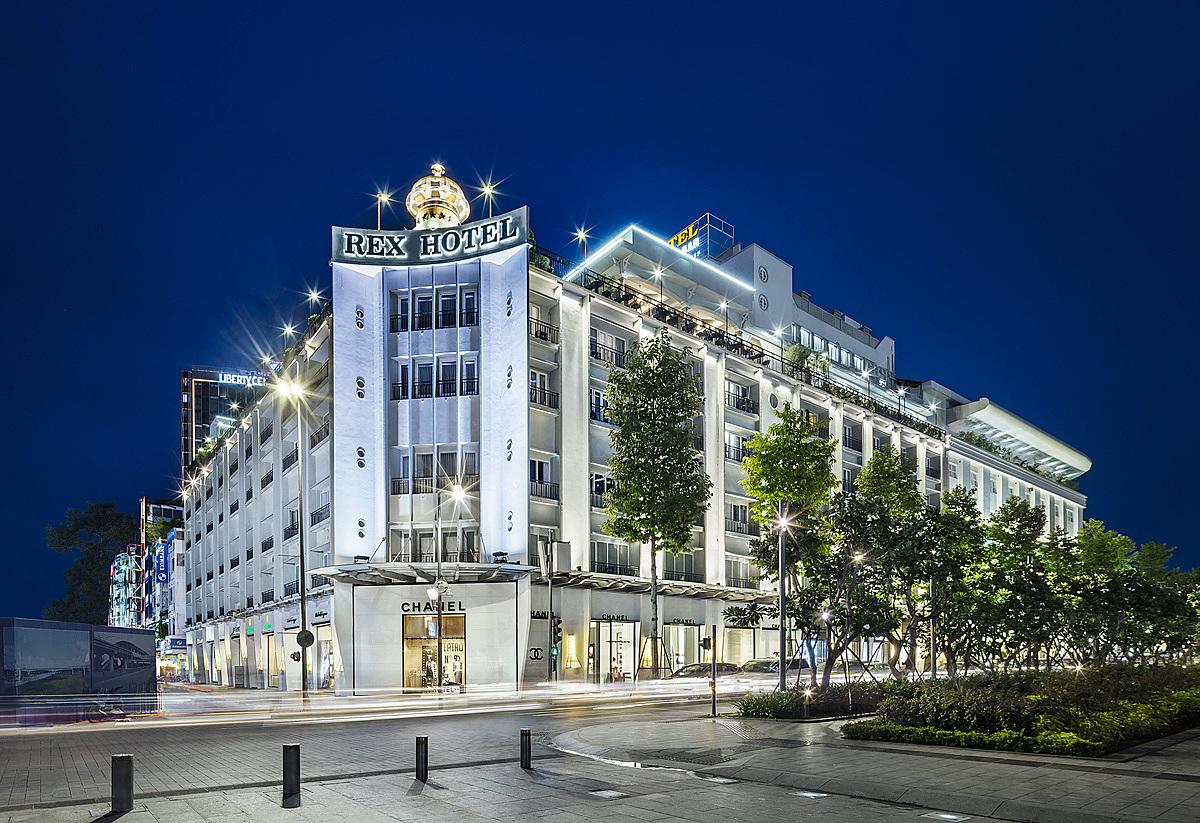 Khách sạn Rex ưu đãi đến 45% giá phòng Premium hoặc Rex Suite nếu khách đặt qua các kênh online và kênh phân phối trực tiếp qua website của khách sạn.