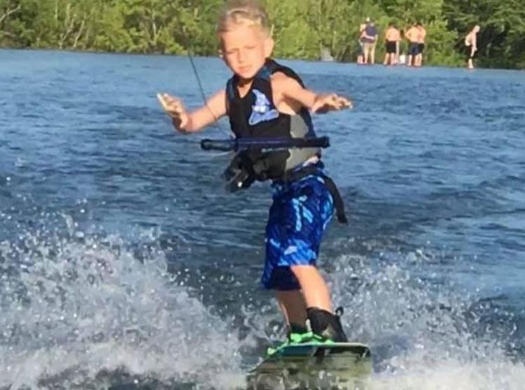 Andrew biết bơi từ năm lên hai. Ảnh: facebook