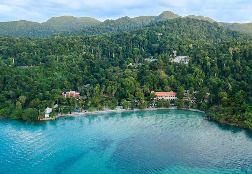 Sea View là khu nghỉ dưỡng 156 phòng nằm trên bãi biển Kai Bae, được thành lập vào năm 1989 và được xếp hạng 10 trên 85 cơ sở kinh doanh tại Koh Chang, theoTripAdvisor. Ảnh: Hotels