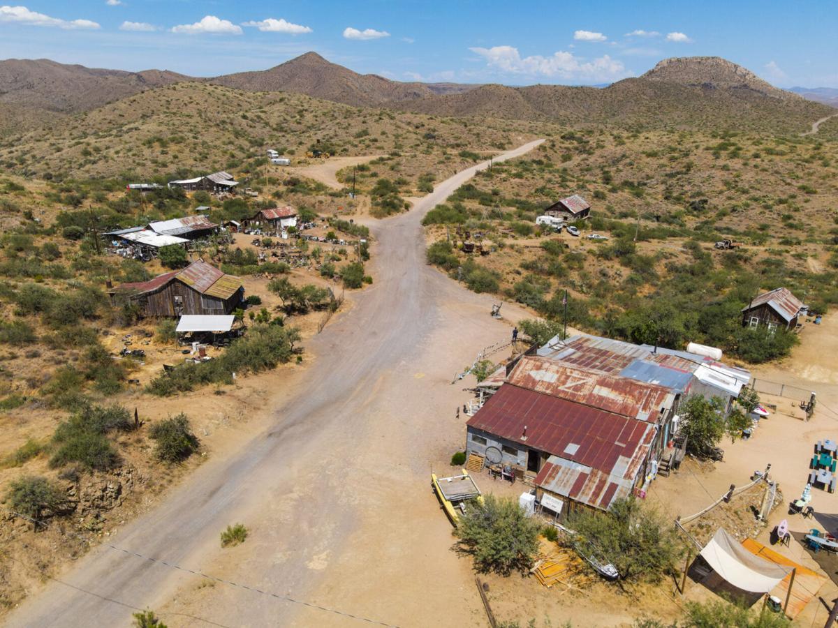 Thị trấn hơn 16 hectare này có 20 tòa nhà và chỉ 8 cư dân sinh sống.