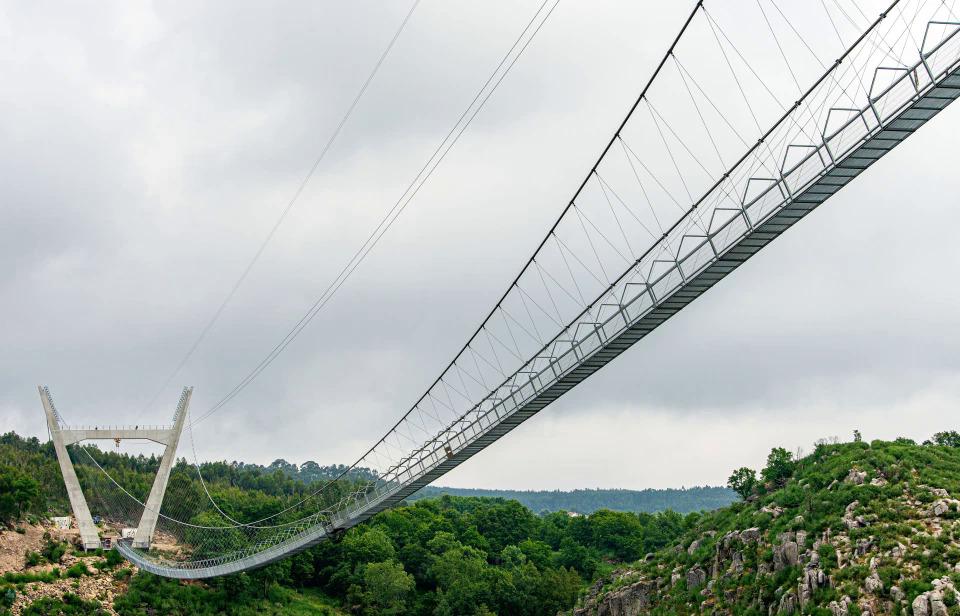 Cây cầu 516 Arouca sắp mở cửa sẽ là cầu đi bộ dài nhất thế giới với chiều dài 516 m. Hiện tại, danh hiệu đó thuộc về cầu Charles Kuonen ở Thụy Sỹ dài 494 m mở từ năm 2017.