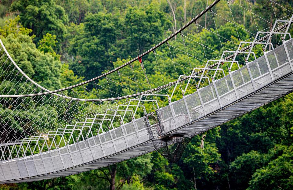 Theo Sun, cây cầu đi bộ mới này sẽ là điểm đến hấp dẫn những du khách mê mạo hiểm và độ cao. Tuy nhiên, về độ chóng mặt thì 516 Arouca chưa bằng cầu đáy kính dài nhất thế giới  ở huyện Phù Tuy, Quảng Tây, Trung Quốc vì không dùng đáy kính.