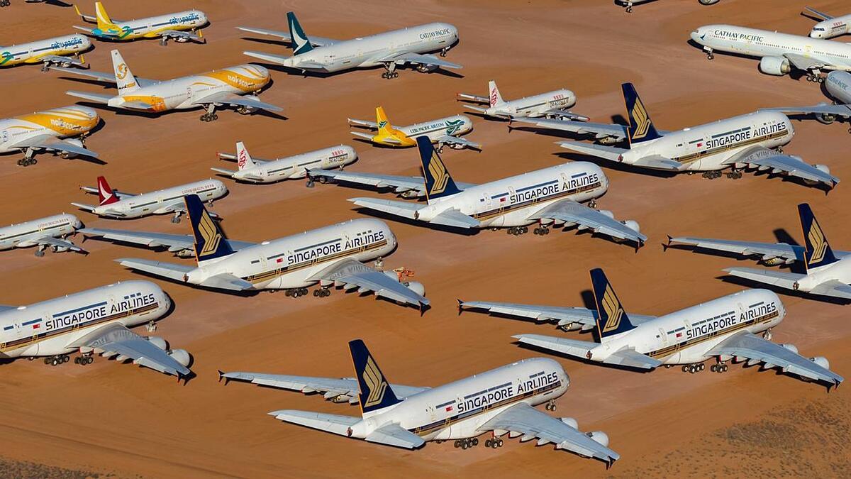 Những chiếc máy bay đủ kích cỡ xếp hàng trên bãi đỗ. Ảnh: Seth Jaworski