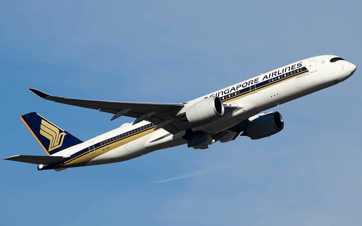 Hành khách khởi hành vào lúc 22h30 và hạ cánh lúc 6h10 của ngày hôm sau nữa trên chặng bay thẳng dài nhất thế giới bắt đầu từ 9/11. Ảnh: Yahoo Sports