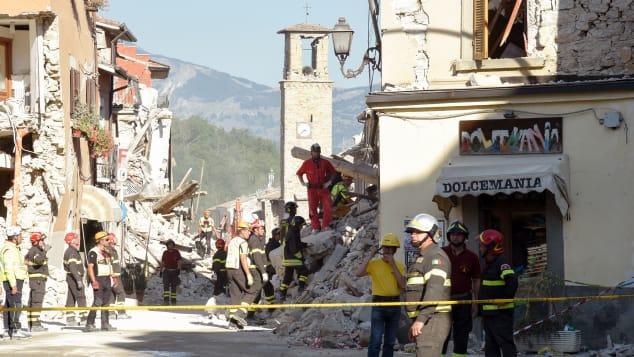 Cảnh tượng đổ nát của thị trấn sau cơn động đất năm 2016. Ảnh: AFP
