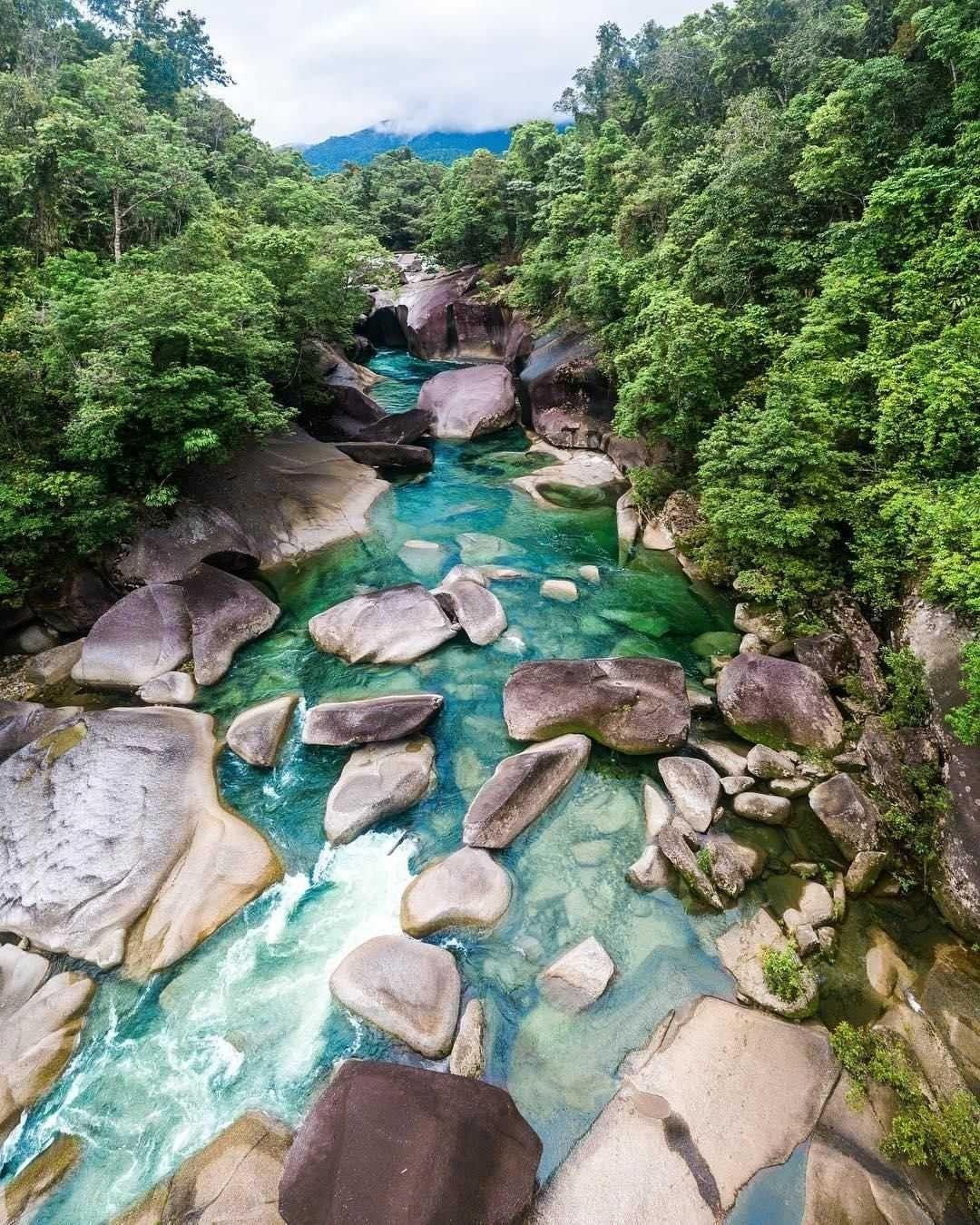 Babinda Boulders là một điểm rất phổ biến cho những người đi bộ đường dài và dân phượt trên đường đến Cairns. Ảnh: pinimg