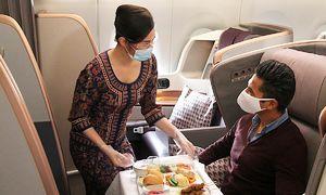 Chi gần 500 USD để ngồi ăn trên máy bay