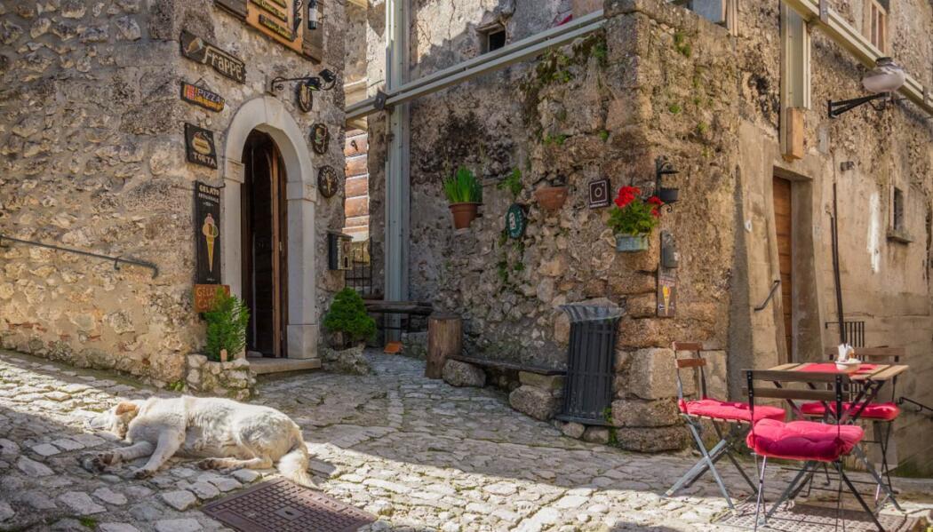 Santo Stefano di Sessanio có không gian yên bình và phong cảnh tuyệt đẹp. Ảnh: Abruzzo web