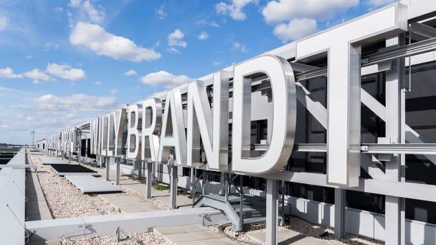Sân bay Brandenburg khai trương vào đúng đại dịch, khi gần 200 sân bay khác tại châu Âu có nguy cơ phá sản trong vài tháng tới do lưu lượng hành khách giảm tới 73% so với cùng kỳ năm ngoái do đại dịch. Ảnh: Günter Wicker/Flughafen Berlin Brandenburg GmbH