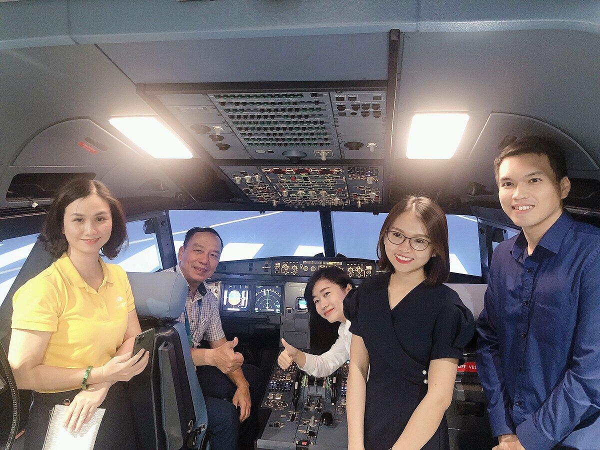 Theo ông Nguyễn Quốc Kỳ, Chủ tịch HĐQT Vietravel, từ ngày thứ 7 (7/11), du khách có thêm trải nghiệm dịch vụ làm phi công khi tới tham quan TP HCM. Ảnh: Anh Thư