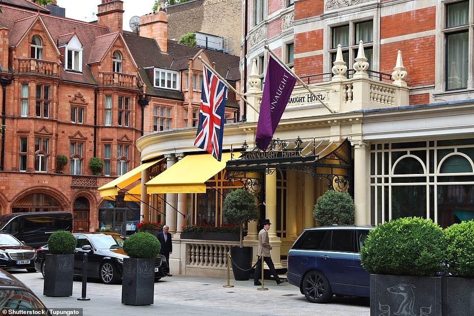 Khách sạn Connaught có từ năm 1815 và từng gọi tên là Prince of Saxe Coburg. Sau này chuyển đổi nhưng khách sạn vẫn giữ nhiều nét kiến trúc, nội thất cũ, đặc biệt quán bar mang phong cách những năm 1920. Trước khi đạt danh hiệu quán bar tốt nhất thế giới năm 2020, suốt 11 năm qua Connaught luôn được xếp trong top đầu của Worlds 50 Best Bars.
