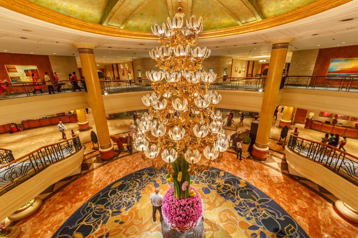 Tại  bất kỳ khách sạn Shangri-La nào, (như khách sạn này ở Manila, Philippines), bạn sẽ ngửi thấy mùi hương đặc trưng của nó - vani, gỗ đàn hương và xạ hương với hương đầu là cam bergamot và trà gừng. Ảnh: Shutterstock