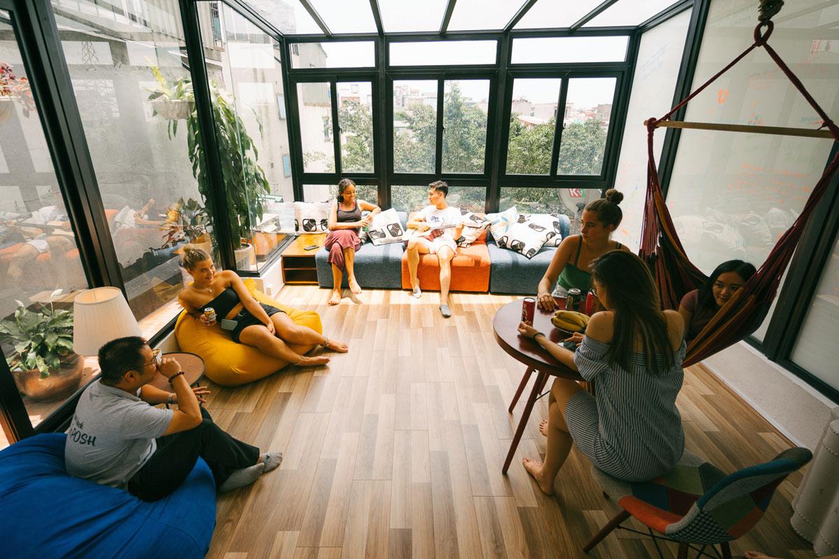 Mô hình nhà nghỉ dorm (nhà ở tập thể - ký túc xá) với không gian chung cũng là cơ hội để gặp gỡ người bạn mới. Ảnh: Booking
