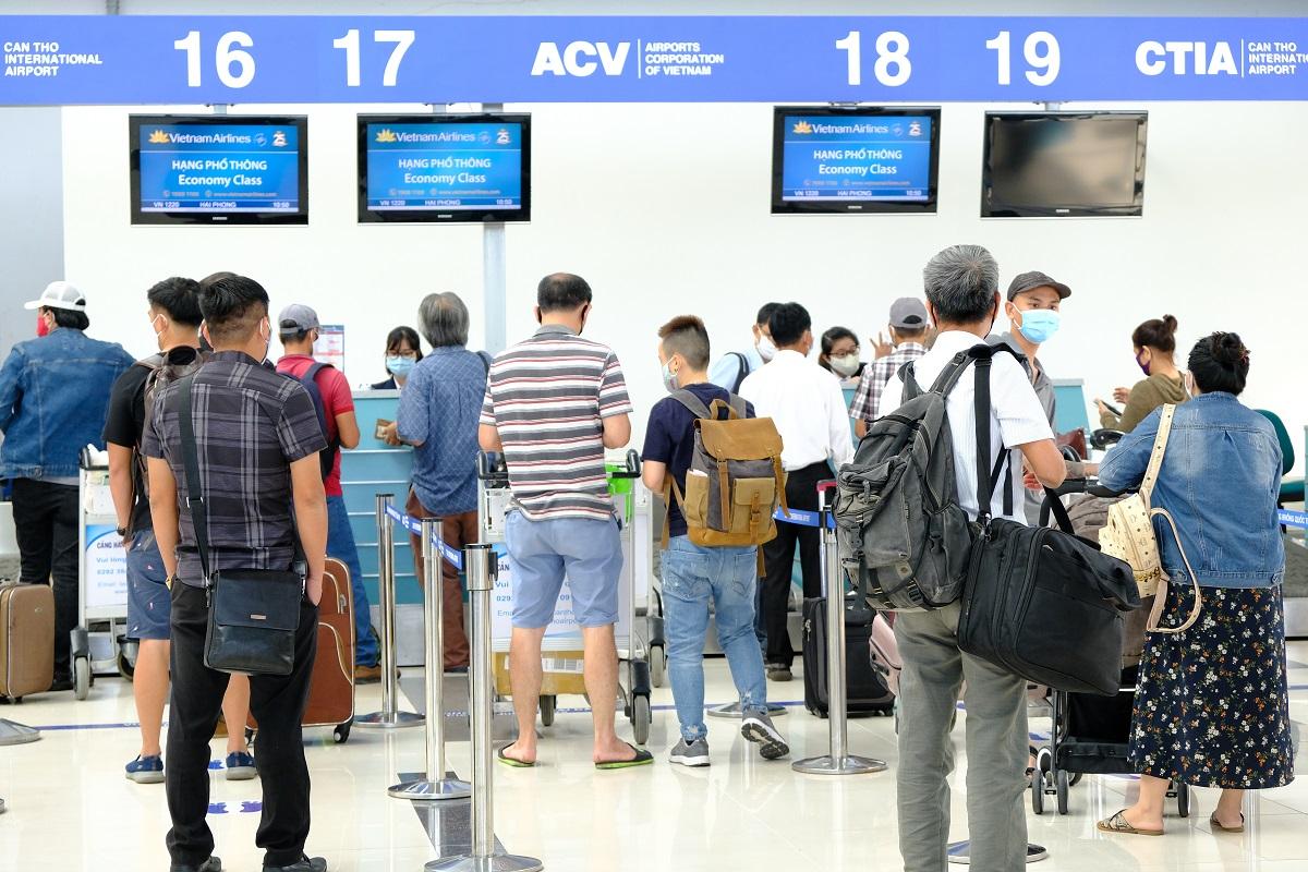 Làm thủ tục trực tuyến sẽ giúp tiết kiệm thời gian hơn so với làm thủ tục tại quầy truyền thống ở sân bay