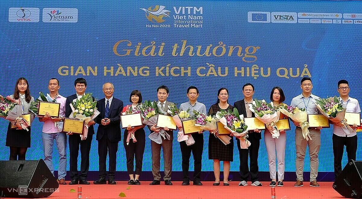 Tại lễ bế mạc VITM 2020 ngày 21/11, ban tổ chức trao các giải Gian hàng kích cầu hiệu quả,