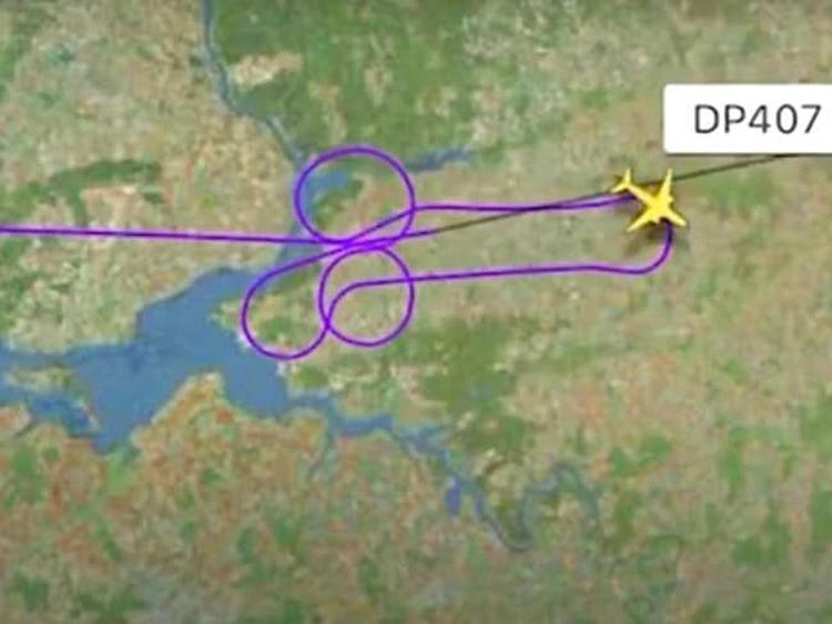 Hai phi công đã bay theo lộ trình tạo thành hình dương vật trên bầu trời nước Nga. Hành động này khiến họ phải chịu sự điều tra từ chính quyền. Ảnh: Flightradar24