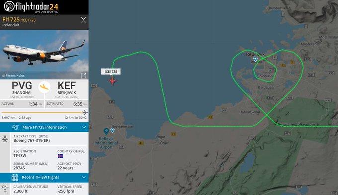 Phi công Icelandair vẽ trái tim trên không phận Iceland, trong hành trình từ Thượng Hải đến thủ đô Reykjavik. Ảnh:  Flightradar24