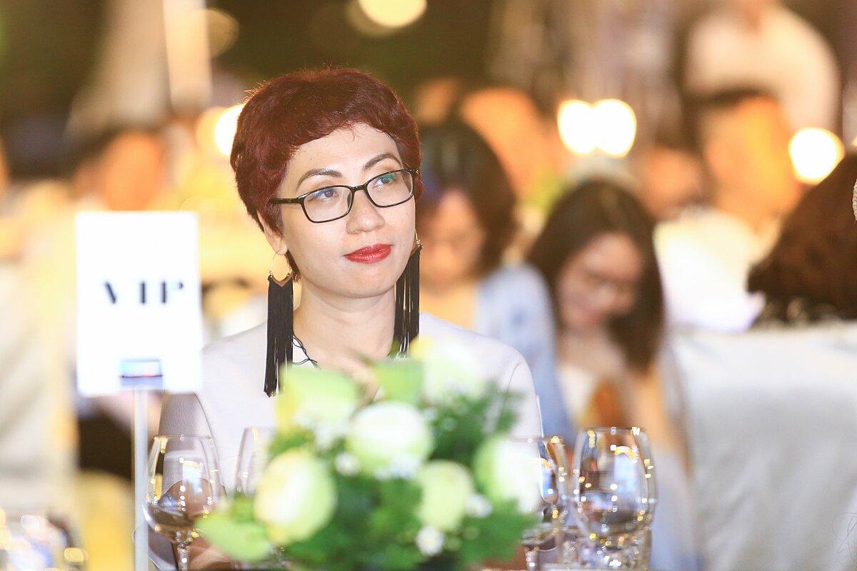 Là một food blogger, Phan Anh Esheep cảm nhận nét đẹp của Phú Quốc thông qua ẩm thực. Nữ blogger cho biết, cô có ấn tượng sâu sắc từ những món ăn dân dã, chế biến với những gia vị đặc trưng của hòn đảo như tiêu, nước mắm... tới những món ăn đẳng cấp, được đầu bếp nổi tiếng chế biến trong những khu nghỉ dưỡng, khách sạn tên tuổi.
