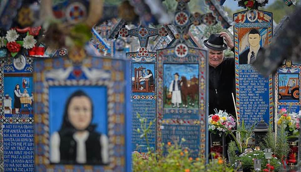 Nhiều du khách cho biết, họ coi nghĩa trang giống như một bảo tàng ngoài trời, nơi họ có thể hiểu rõ hơn về cuộc sống và văn hóa của những người dân trong vùng.