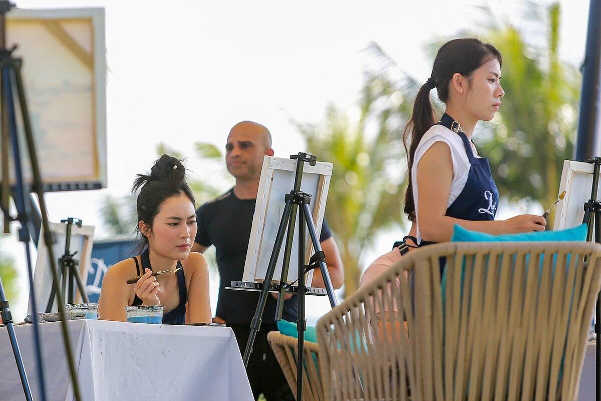 Mövenpick Resort Waverly Phú Quốc tổ chức nhiều hoạt động nghỉ dưỡng, nuôi dưỡng tâm hồn. Trong đó, lớp học vẽ bên bãi biển sẽ diễn ra vào lúc 9h.