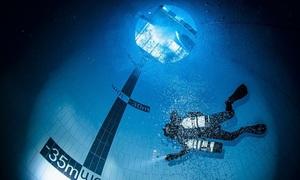 Bể lặn sâu hơn 45 m mở cửa đón khách