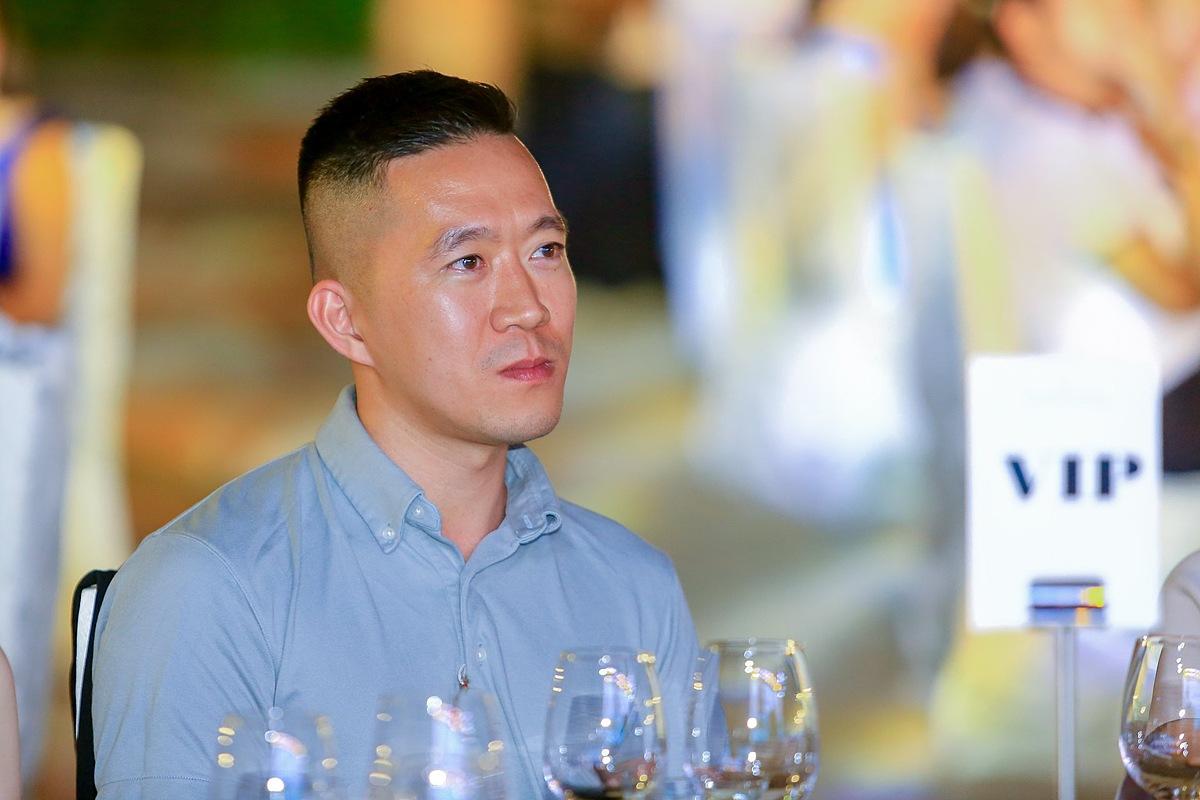 Hoàng Nam được biết tới là vlogger chuyên về những chuyến đi khám phá những địa danh chứa đựng những điều bí ẩn trong cuộc sống. Anh sở hữu kênh Youtube với hơn 2,55 triệu lượt đăng ký.