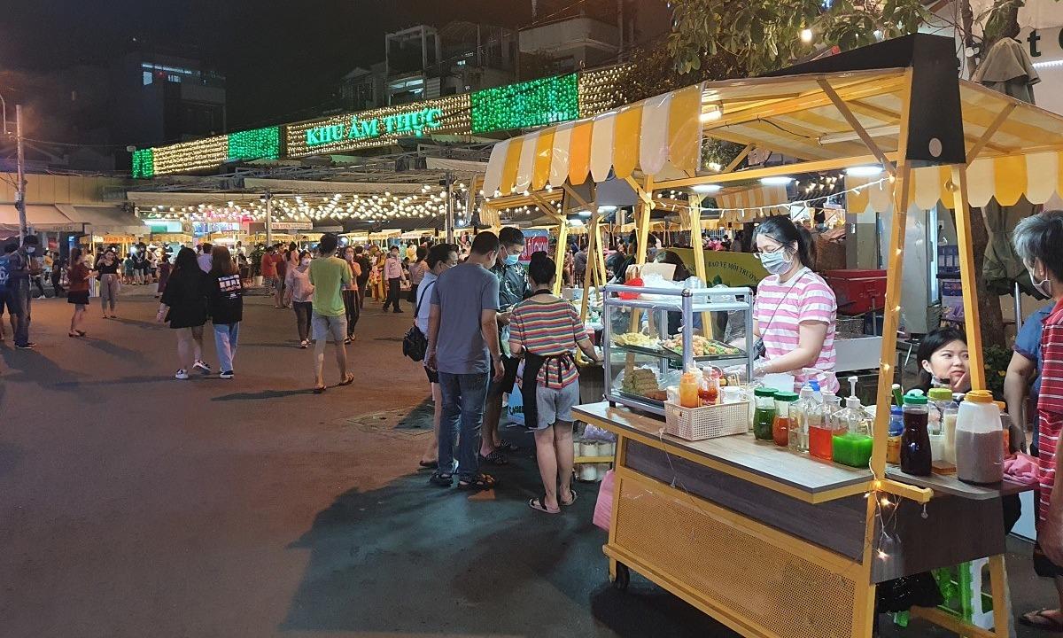 Các món ăn tại hội chợ dao động 20.000 đồng - 60.000 đồng. Ảnh: Thanh Hằng