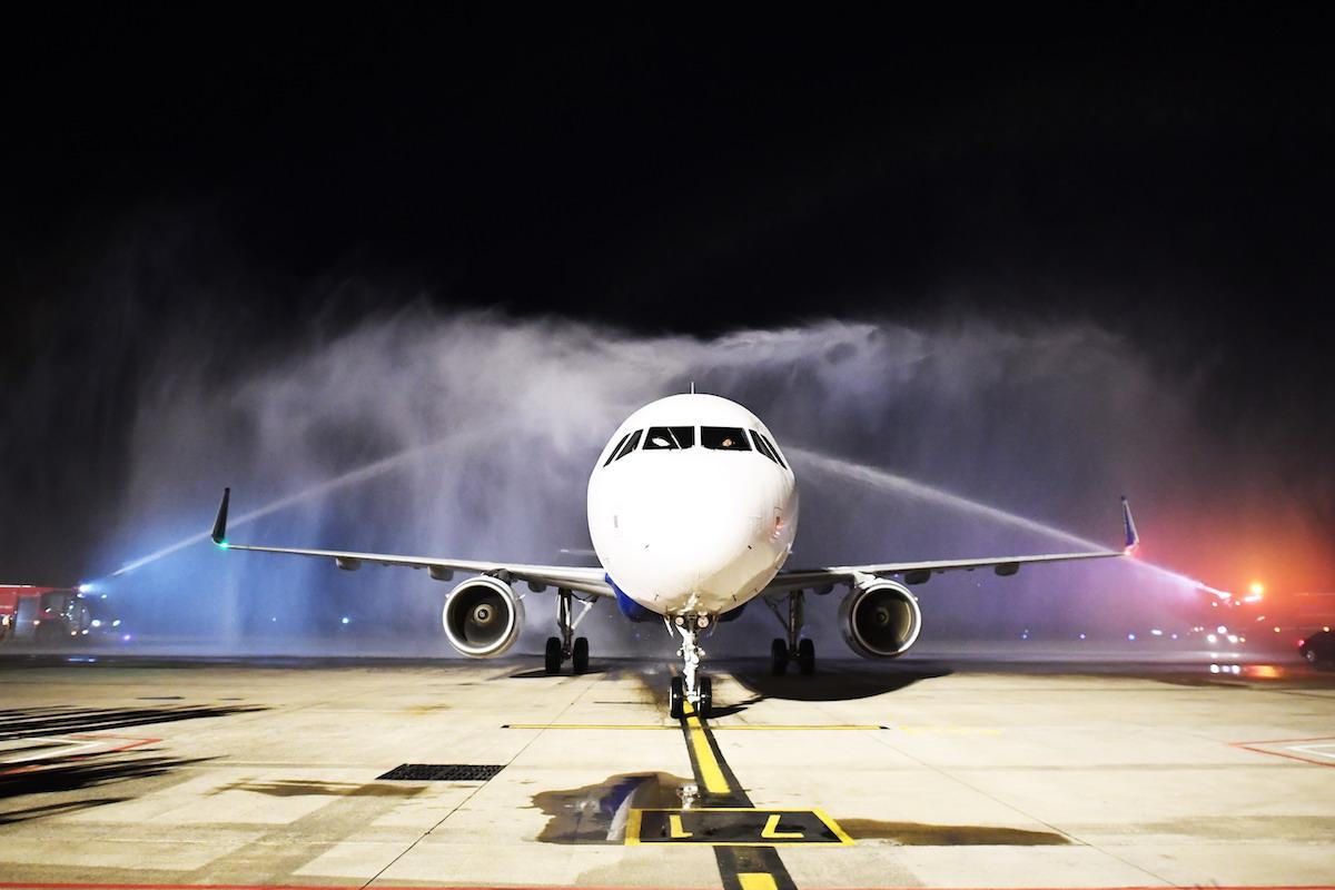 Máy bay có sức chứa lên đến 220 ghế cùng thiết kế cabin cung cấp chỗ ngồi rộng rãi, đảm bảo sự thoải mái cho hành khách.