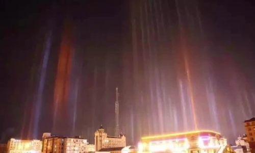 Những cột sáng bị nhầm là UFO trên bầu trời Trung Quốc
